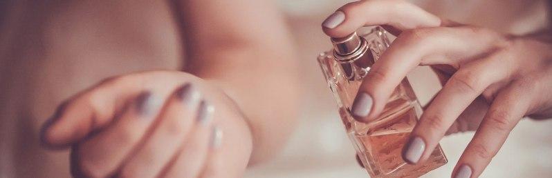perfume-on-her-wrist3